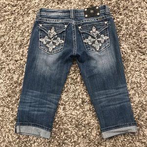 Miss Me Semi-Distressed Flap Pocket Capri Jeans *